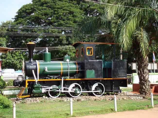 Средний паровой паровоз в музеи Таиланд