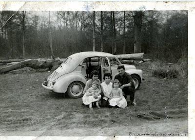 photo ancienne : les vacances en 4 CV