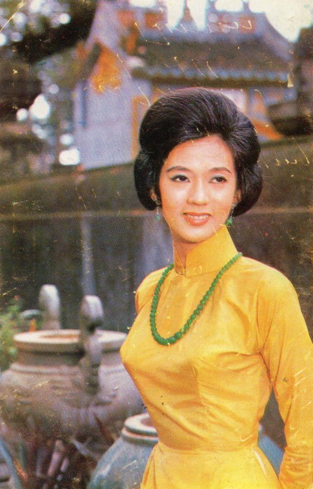 Fashionistas of 1960s Saigon These Vintage Photos Capture