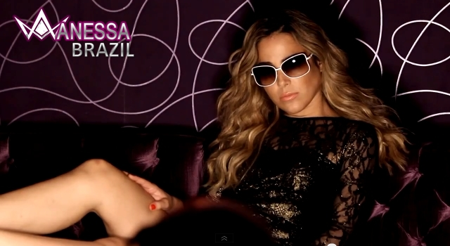 A campanha 2013 de Atitude Eyewear traz a cantora Wanessa e o ator Thiago  Fragoso. O clima provocativo da noite, em que amigos se divertem na balada,  ... 0496826e78
