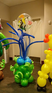 Underwater themed fish balloon column