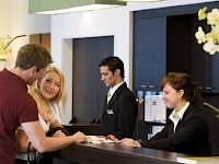Istilah dan Percakapan di Hotel