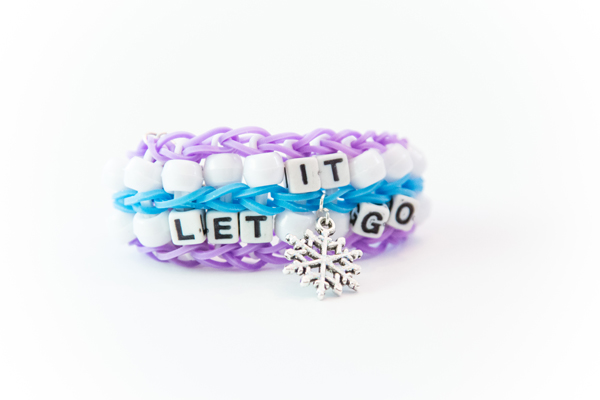 Let It Go Rubber Band Bracelet @craftsavvy #craftwarehouse #rubberbandbracelet #loombands #rainbowloom #diy #frozen