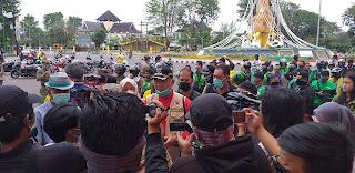 Walikota Jambi Pantau Langsung Pembagian Jejaring Sosial.