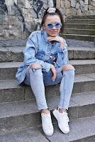 https://www.karyn.pl/2020/04/jeansowa-kurtka-z-paskiem.html