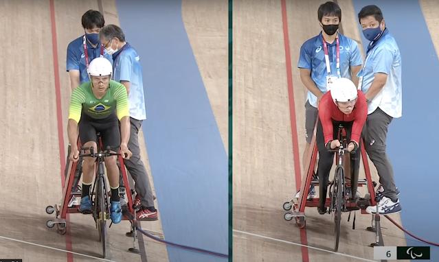 Carlos Alberto Gomes SOares e Mikhail Astashov em disputa do Ciclismo