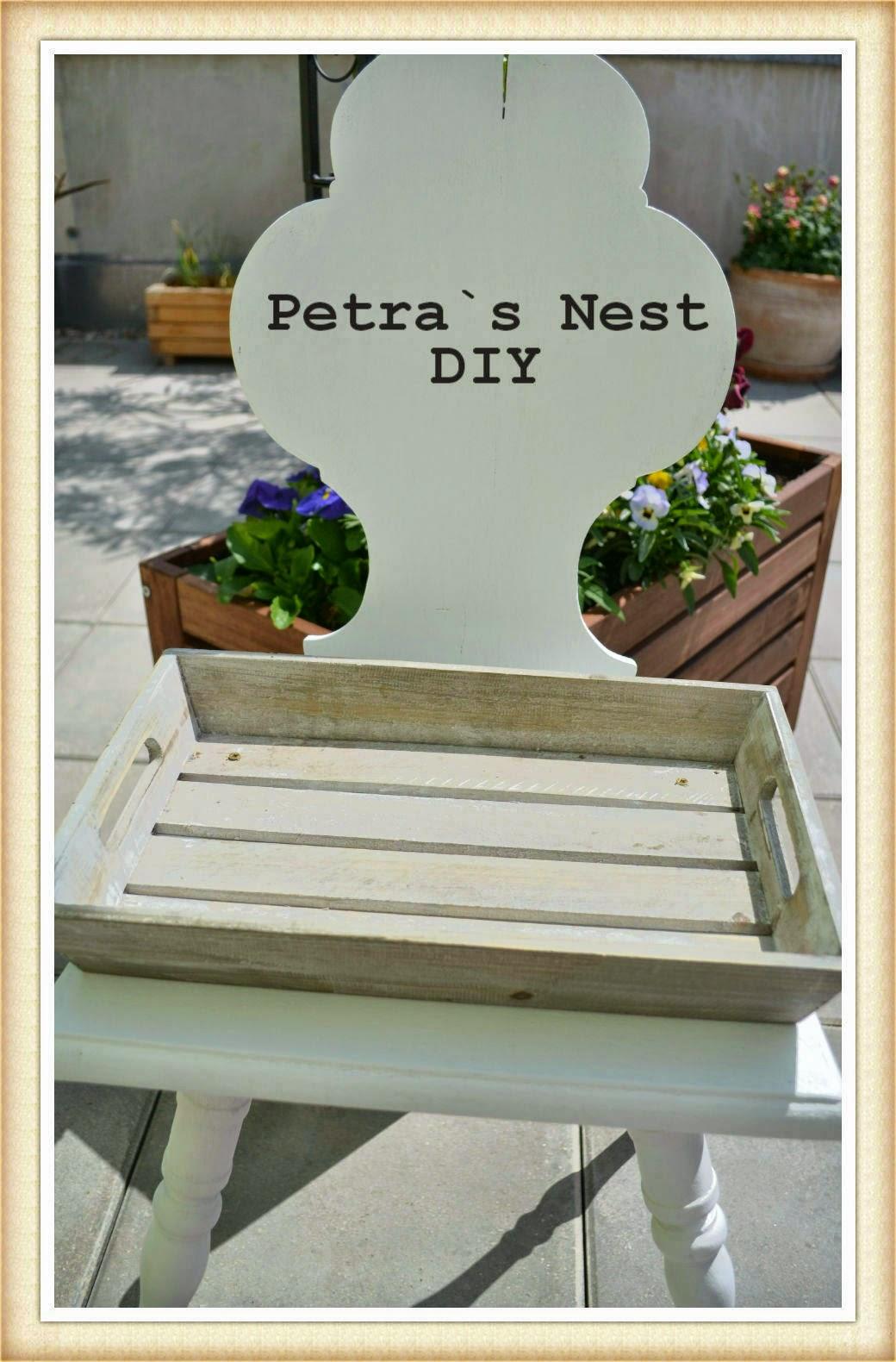 petra 39 s nest diy ein alter stuhl ein briges tablett farbe steine erde und pflanzen. Black Bedroom Furniture Sets. Home Design Ideas