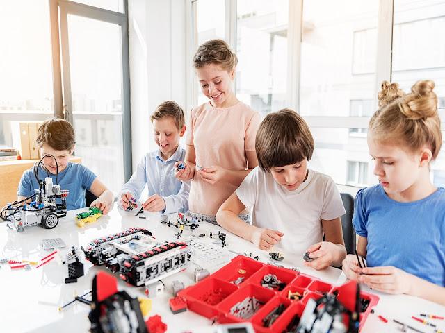 cursos-curso-robotica-ninos-arequipa-club-lego-taller-talleres-vacaciones-utiles-laboratorio-clases-programacion-robot-robots-grupoeducativa-pedagogica-infantil-peru-2018