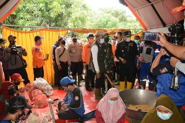 Pangdam III/Slw Intruksi Personil Kodim Karawang Untuk Mensisir, Menyelamatkan  Dan Evakuasi Warga Terjebak Banjir