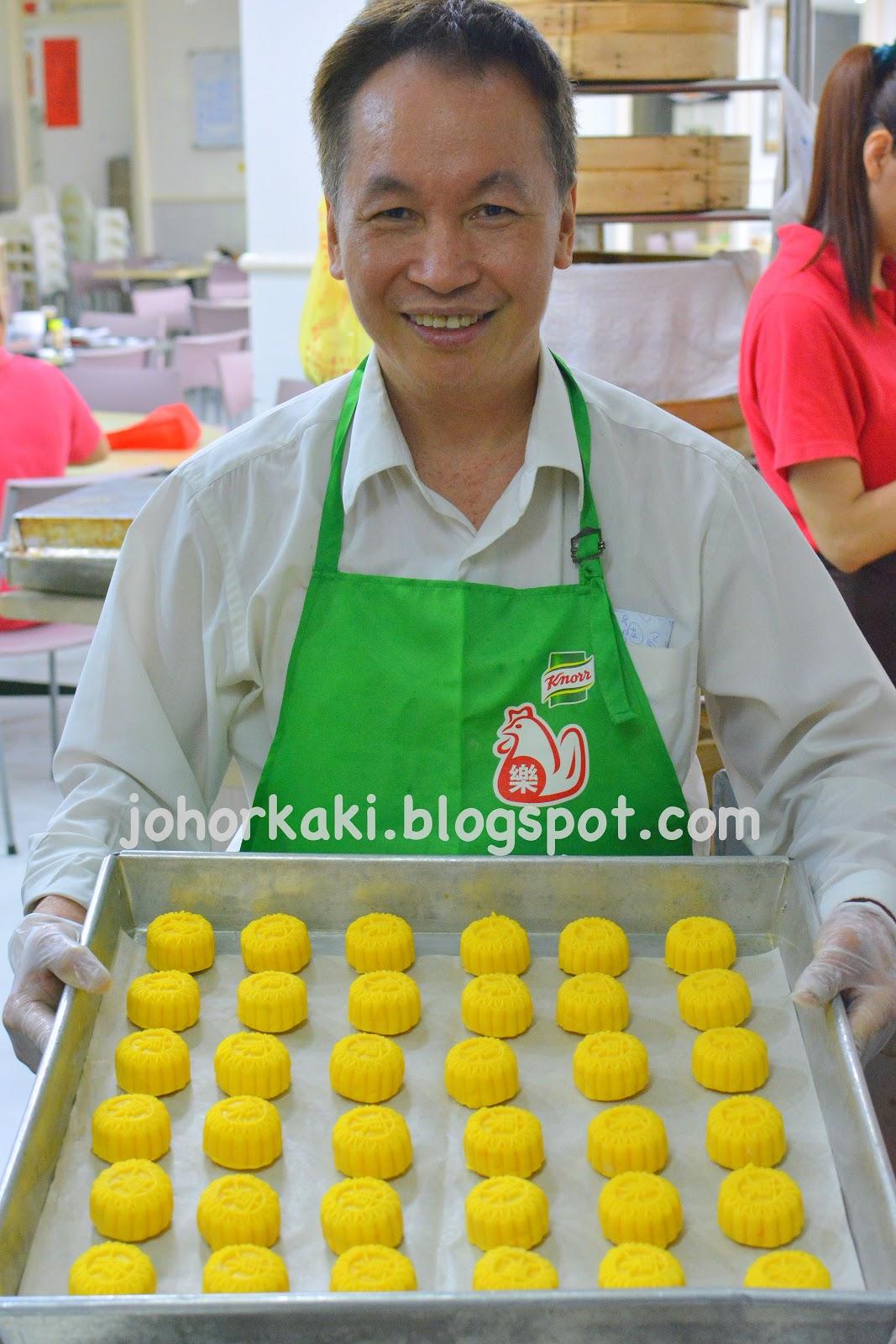 Peninsula Hong Kong Style Egg Custard Mooncakes by East Bistro Singapore JK1226 香港半島酒店奶黃月餅 |Johor Kaki Travels for Food