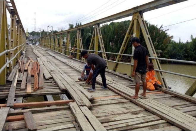 Sempat Viral, Dinas PU Bone Akhirnya Benahi Jembatan Watu Bone