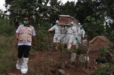 Personel Kodim dan Satgas Covid-19 Bandarlampung Makamkan Satu Jenazah Pasien Covid-19