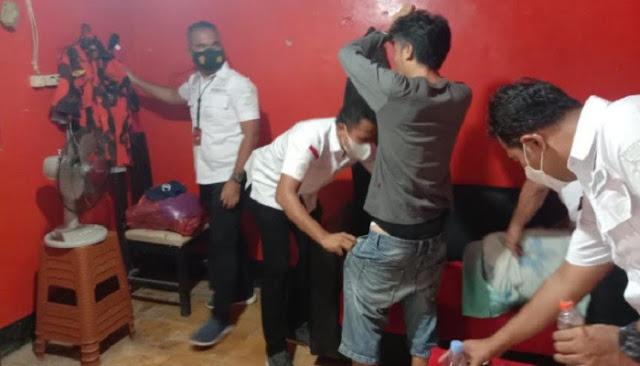 Polisi Gerebek Markas Pemuda Pancasila di Cibodas, Ditemukan Sabu dan Ratusan Botol Miras