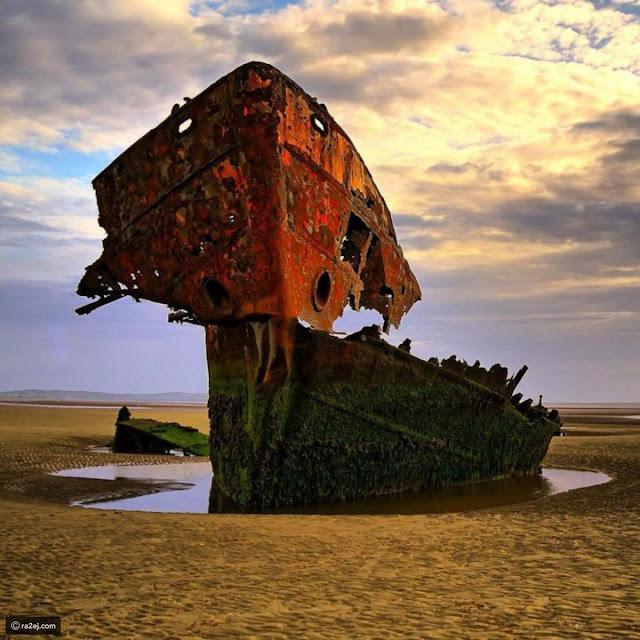 هيكل سفينة مهجورة في لوث، ايرلندا