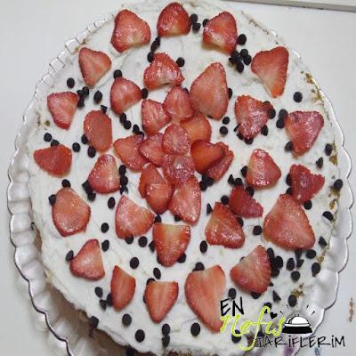Çilekli Doğum Günü Pastası Nasıl Yapılır