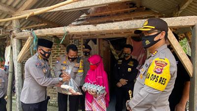Ibu suara Tak hentinya menangis saat dikunjungi tim jum'at barokah Polda Banten