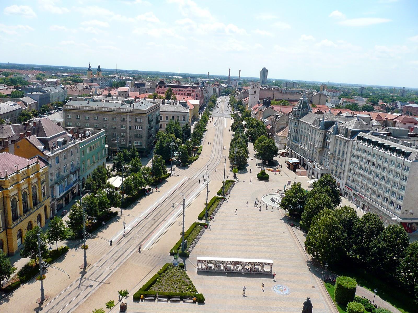 Debrecen főtere (Kossuth-tér) és főutcája 27cfe1199f