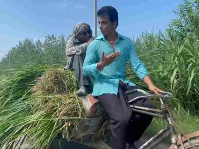Sonu Sood ने किसान का चलाया रिक्शा, पूछा दूध का भाव तो मिला यह जवाब