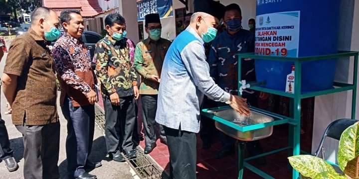 Bupati Adirozal Terima Peralatan Sanitasi dari PDAM Tirta Sakti