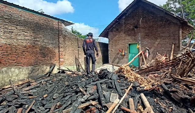 Rumah di Desa Besuk Terbakar, Dapur dan Kandang Ludes Dilahap Api