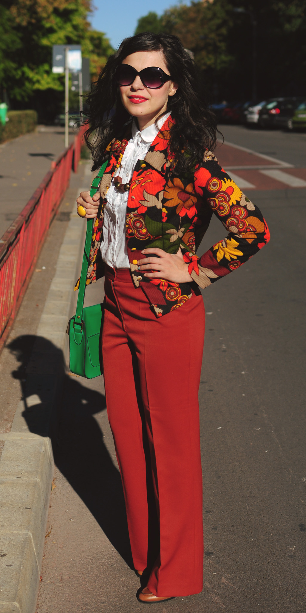 Miss Green: Let's fall! 70s style