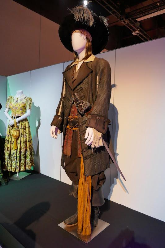 Geoffrey Rush Pirates of Caribbean Curse Black Pearl Barbossa costume