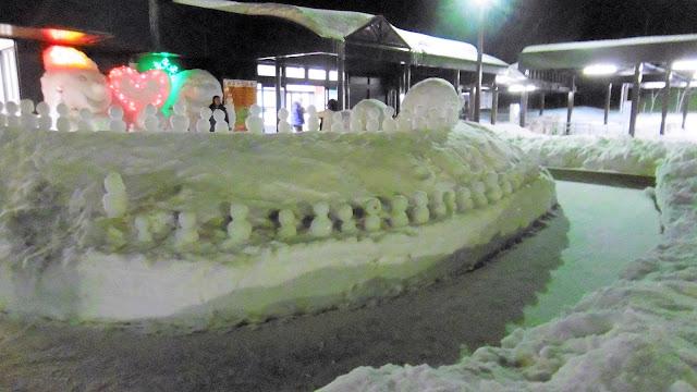 北海道、層雲峡の帰りに寄ったサービスエリアにあった雪だるま