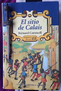 Portada del libro El sitio de Calais, de Bernard Cornwell