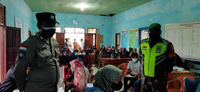 Babinsa Edi Sufriyadi Lakukan Monitoring Kegiatan Vaksinasi di Kecamatan Bunguran Tengah