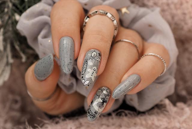 Świąteczne paznokcie w szarym kolorze