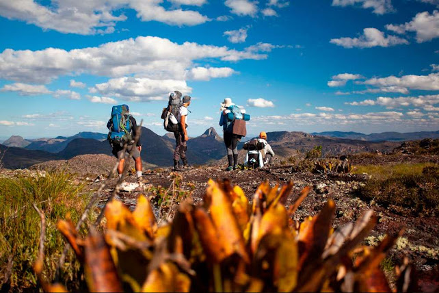Chegando ao Pico do Barbado, com visual do Itobira. (Foto: Açony Santos)