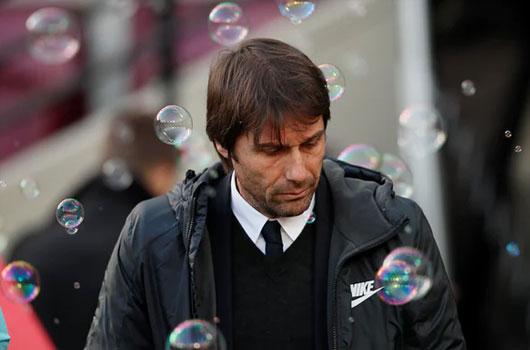 Conte giương cờ trắng trong cuộc đua vô địch