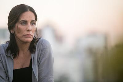 O Outro Lado do Paraíso (06/01/2018) Duda descobre que é mãe de Clara