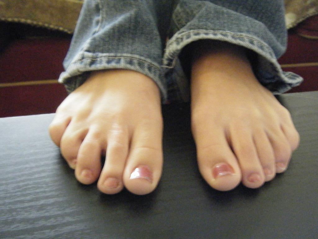 FeetXpress - A Dutch Foot Blog: Cute feet (1/2)