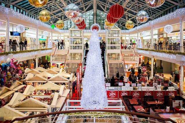 A festive holiday scene at the mall.
