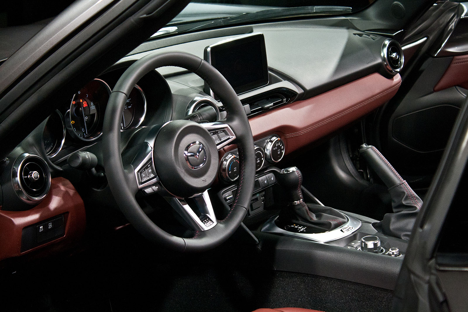 Dashboard view of mazda mx 5 miata rf hardtop picture from http adf ly 1ypr8u