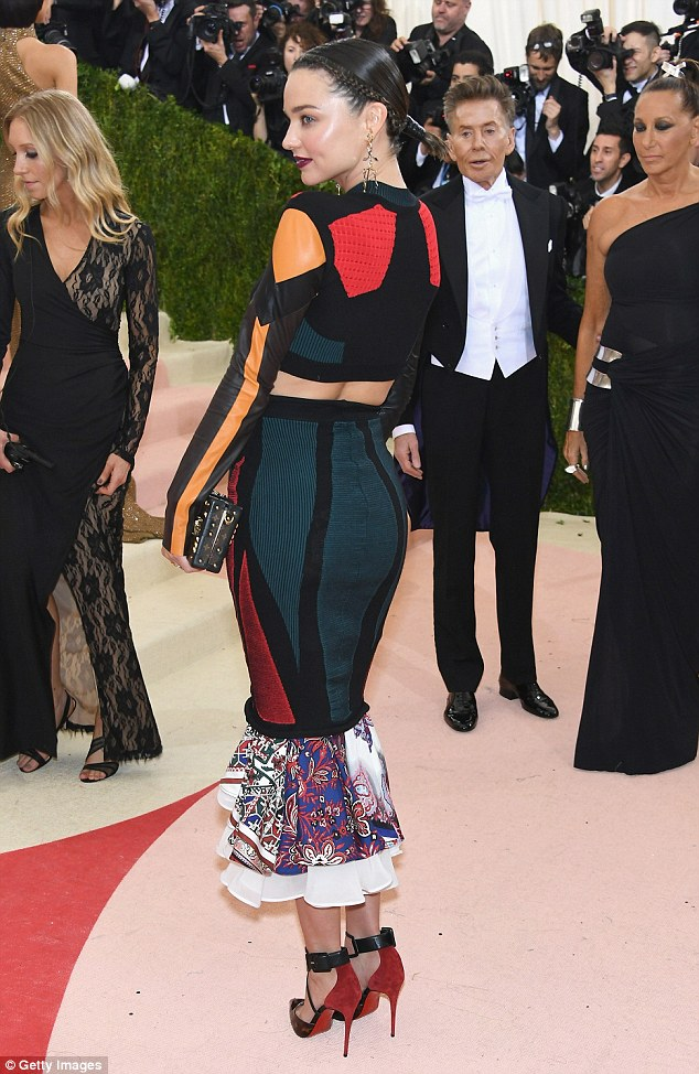 Miranda Kerr shows toned physique at the Met Gala 2016