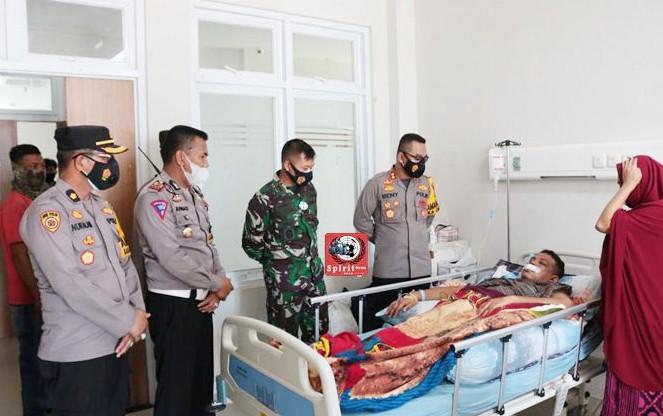 Dandim 126/Takalar Bersama Kapolres Besuk Anggota Korban Unjuk Rasa di RSUD Takalar