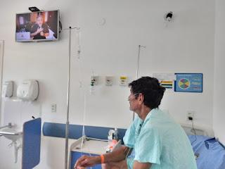 paciente com covid-19 assiste a live