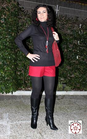 outfit en rojo y negro