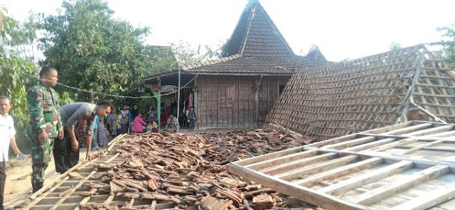 Dihantam Puting Beliung, Satu Rumah di Tanjungsekar Pucakwangi Roboh