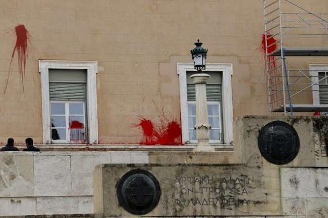 Ελεύθερος με εγγύηση ο συλληφθείς του Ρουβίκωνα για την επίθεση στη Βουλή