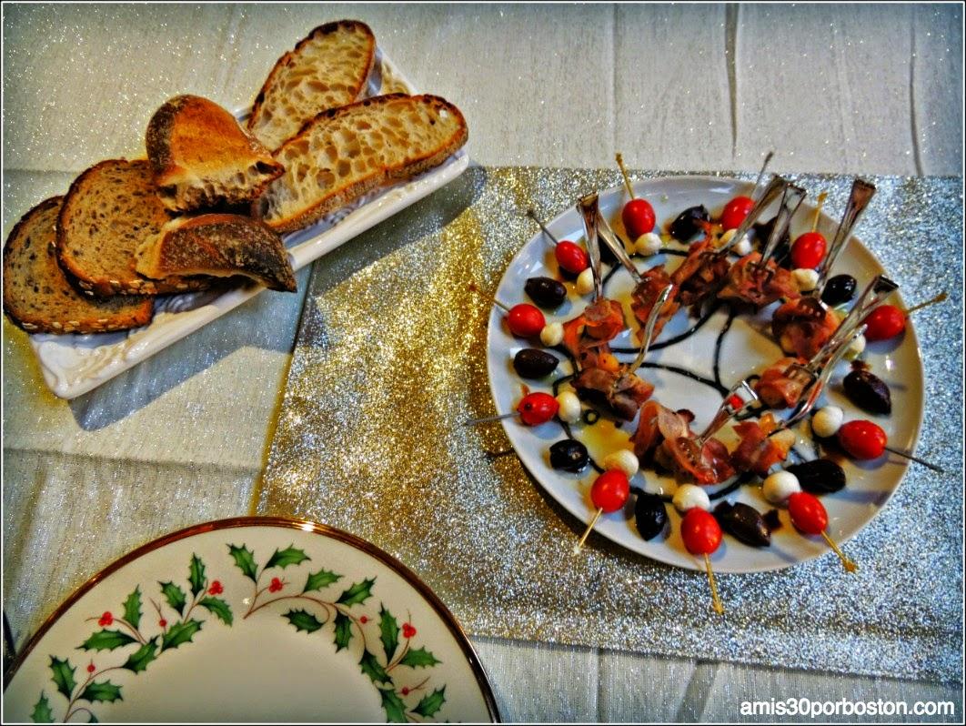 Banderitas de Mozzarella y Tomates Cherrys con Aceitunas Kalamata Aliñadas con Aceite de Oliva y Vinagre de Módena