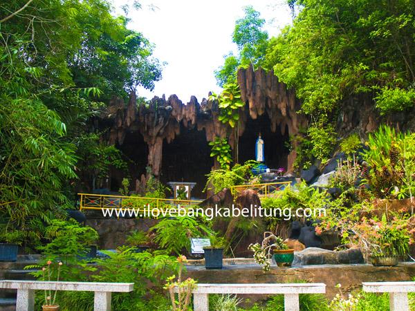 Wisata Religi Gua Maria Pelindung Segala Bangsa Kecamatan Belinyu Kabupaten Bangka Propinsi Bangka Belitung - Indonesia