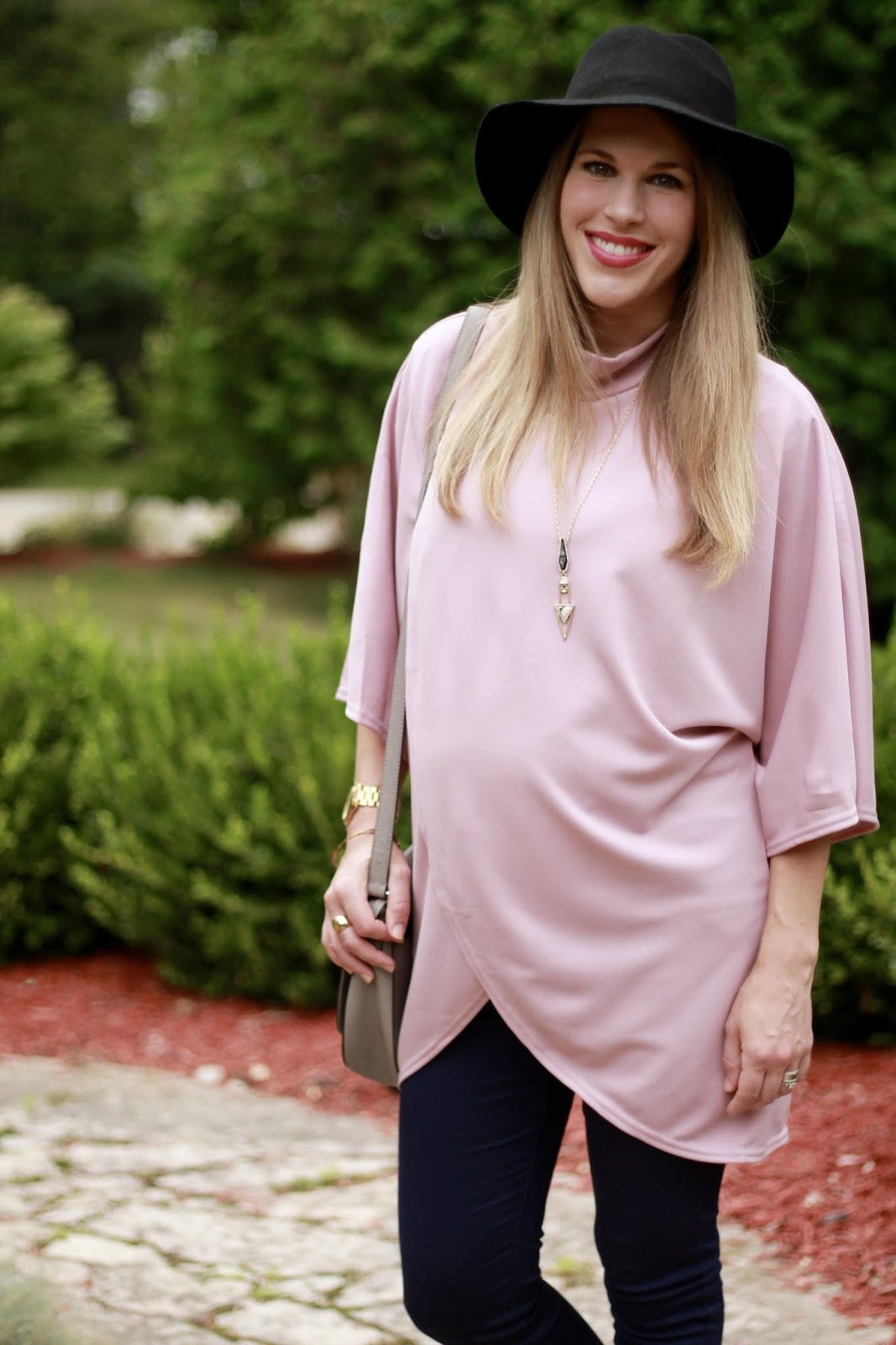 pink tulip hem top, PinkBlush maternity jeans, grey peep toe booties, grey saddlebag, fall maternity outfit