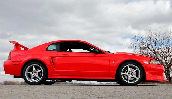 Ford Mustang SVT Cobra R 2000