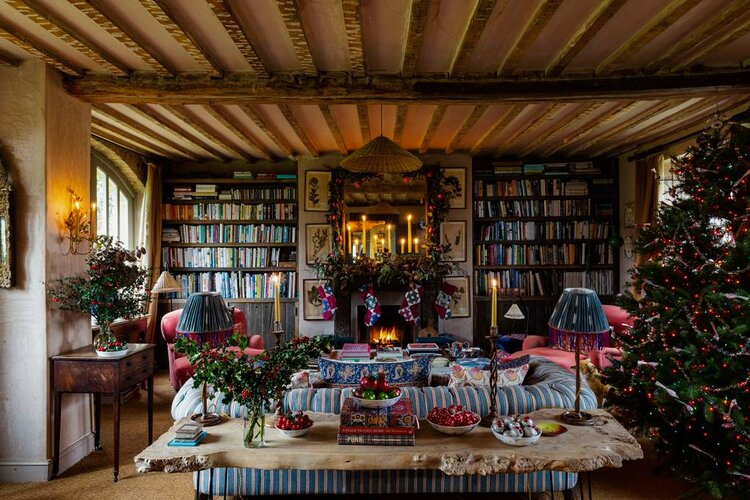 A Cozy English Cottage Decorated For Christmas