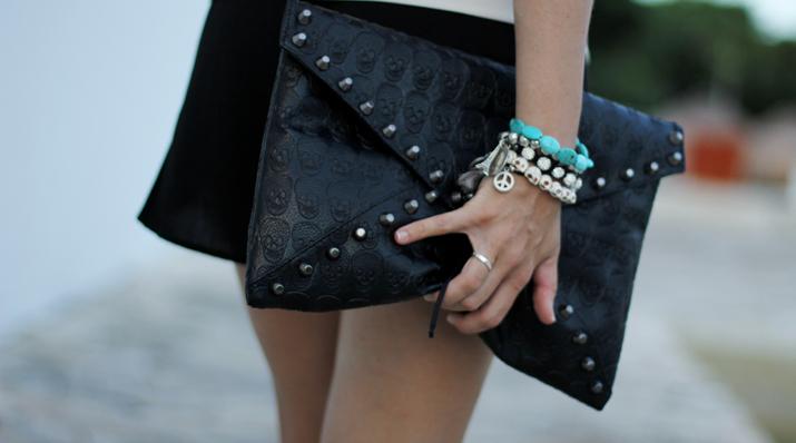 Envelope clutch and  silver bracelets at Mes Voyages à Paris fashion blog