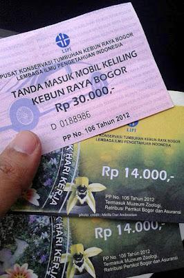 Tiket masuk dan tiket mobil Kebun Raya Bogor. Kredit foto : Meilla.
