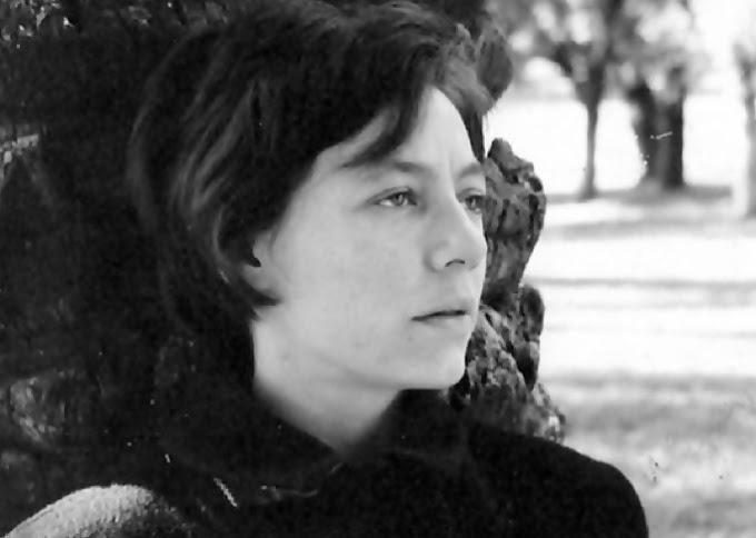 #AudioPoema #YoMeQuedoEnCasaLeyendo #Poesía El despertar, de Alejandra Pizarnik